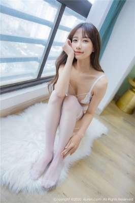 清纯少女白色镂空情趣内衣写真