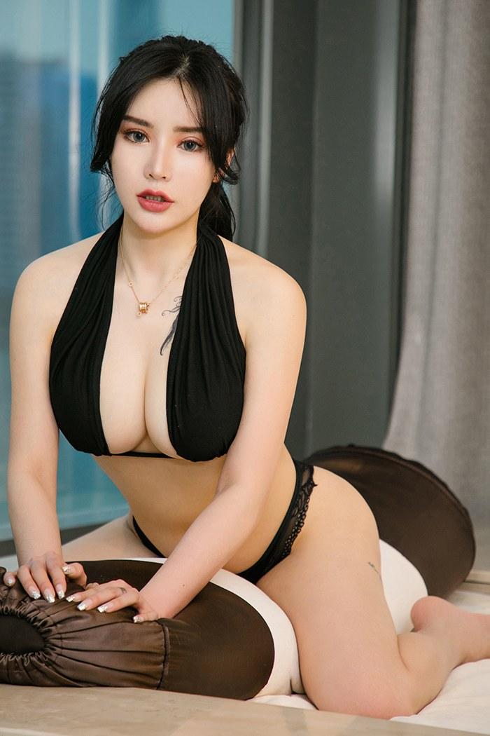 魅力美人陈幼伊完美身材曲线迷人