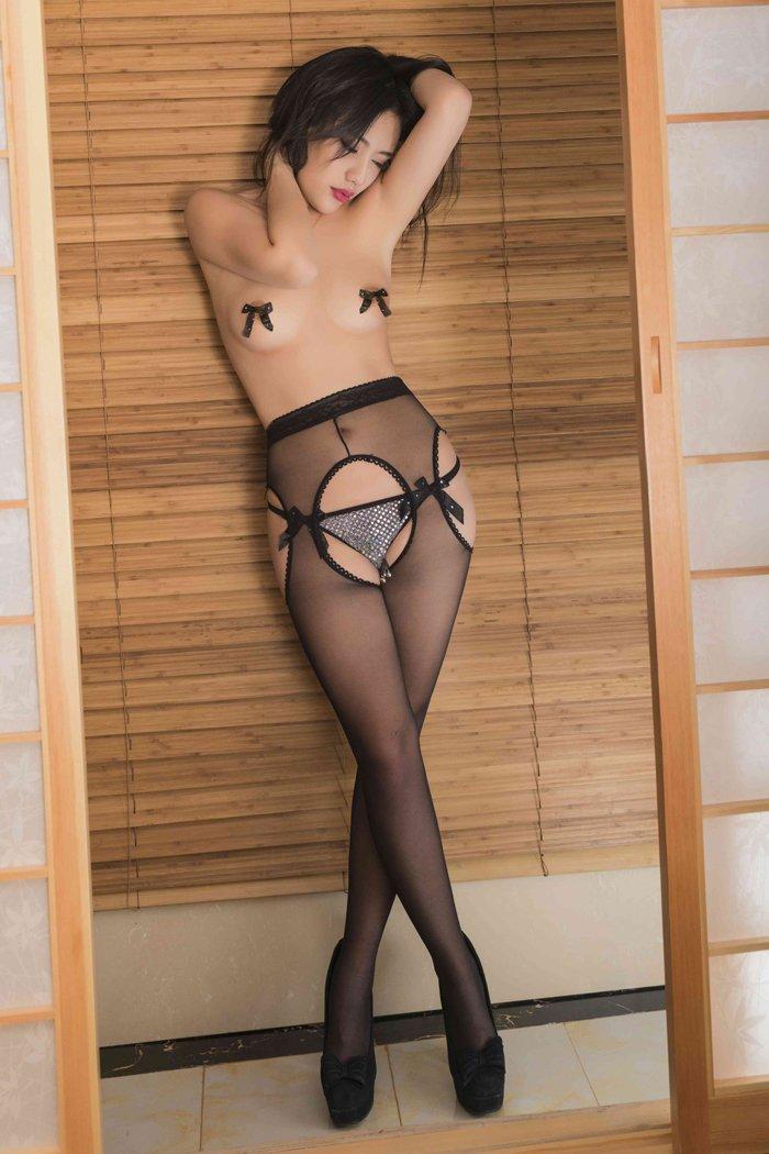 性感女王莫雨制服装激情出镜