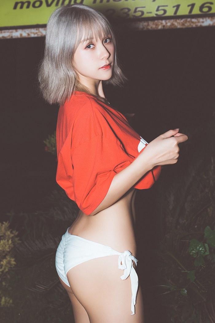 性感少女夏美酱海岛沙滩外露养眼巨乳