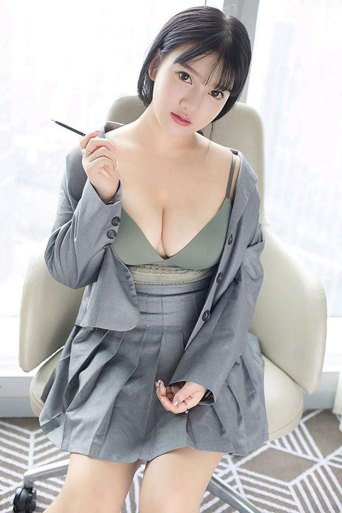 甜美小蜜小尤奈饱满酥胸肌肤白嫩