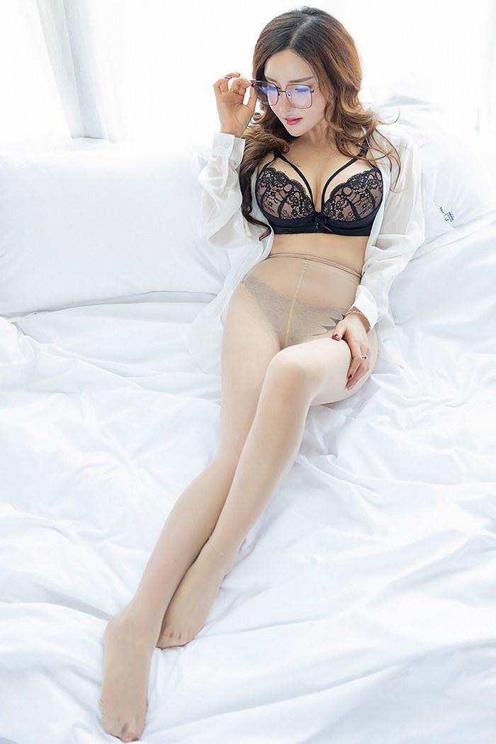 迷人嫩模雅雅美腿酥胸身材十分完美