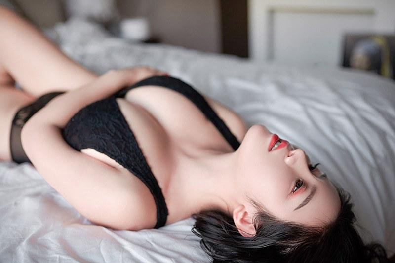 巨乳熟女轻纱薄裙朦胧美诱惑