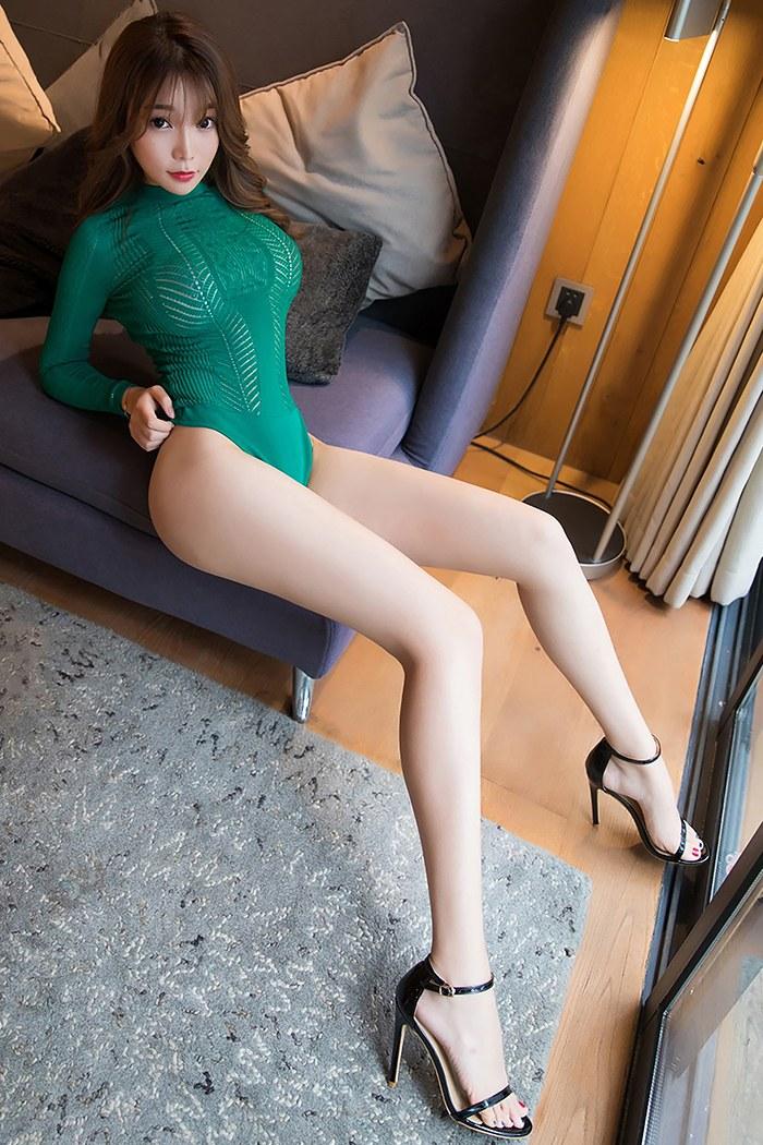 风情嫩模芝芝翘臀美腿瞬间抓人眼球