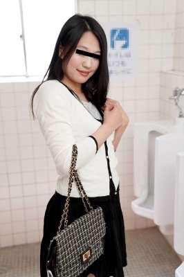在男厕所埋伏的榨精荡妇