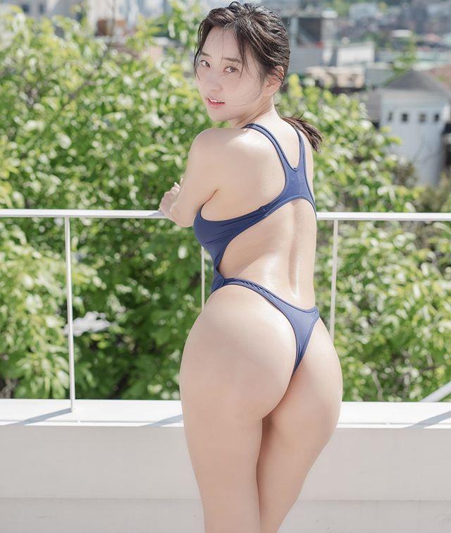 跟着极品辣模,去「泳池」感受肥臀美胸的美好和夏日的清凉!