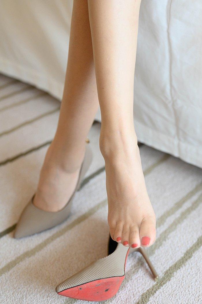 颜值女神艺轩肉丝高跟美脚妩媚动人