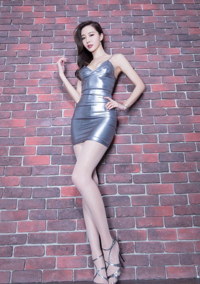 亚洲美女Emma丝袜美腿翘臀性感写真