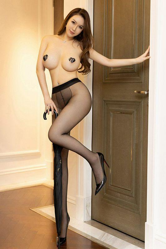 豪放女郎尤妮丝人间胸器粉嫩巨乳撩人露出
