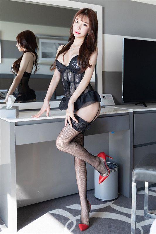 黑色网袜的女女