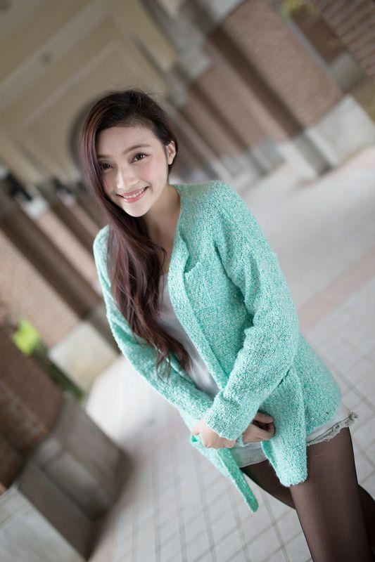绿衣黑丝白皙美人