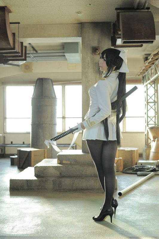 军服の十代の少女